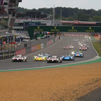 Toyota #7 holds sway after six hours, all-out war in GTE