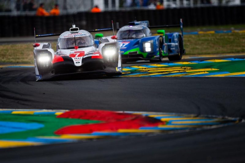 #7 Toyota TS050 leads Le Mans at midnight